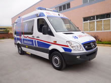 Ambulancia Mercedes Benz de techo alto